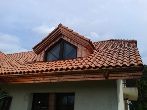 ładny dach dachówka portugalka staroklasztorna